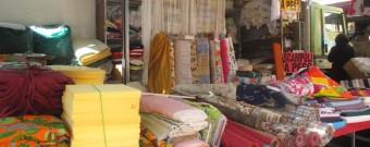 Stoffe e tende al mercato di Bosa