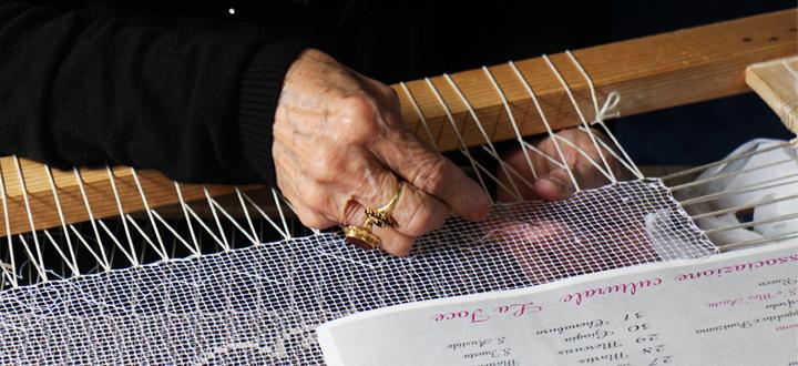Lavorazione del fièt di Bosa - Mani di Jolanda Dasso
